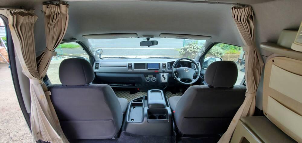 3型ハイエース中古車キャンピングカー運転席と助手席